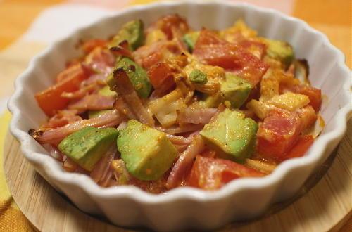 今日のキムチ料理レシピ:トマトとアボカドとキムチのマヨネーズ焼き