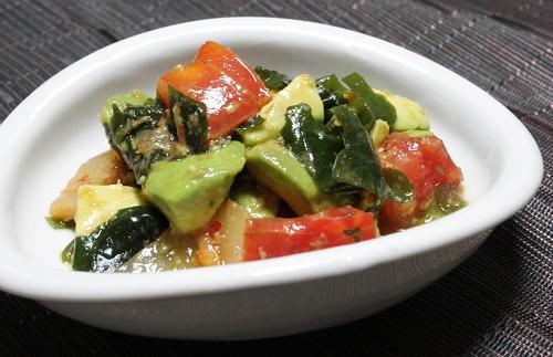 今日のキムチ料理レシピ:アボカドとトマトとキムチのポン酢和え
