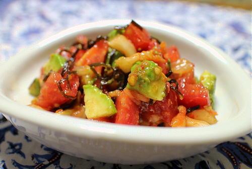 今日のキムチ料理レシピ:アボカドとトマトとキムチの塩昆布和え