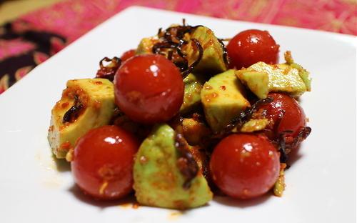 今日のキムチ料理レシピ:アボカドとトマトのキムチ和え