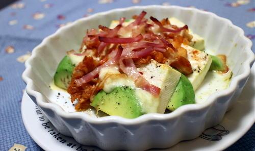 今日のキムチ料理レシピ:アボカドと豆腐のキムチチーズ焼き