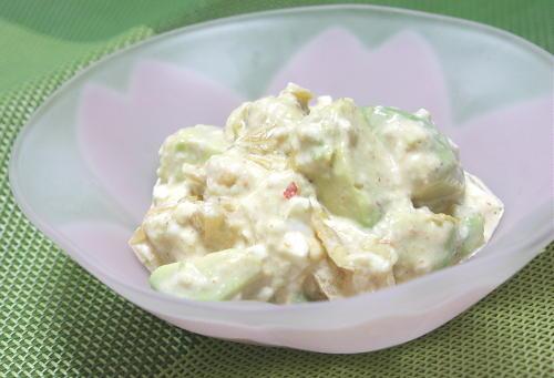 今日のキムチ料理レシピ:アボカドとキムチの白和え