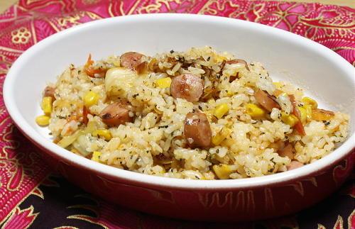 今日のキムチ料理レシピ:キムチとバジルの洋風チャーハン