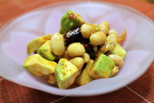今日のキムチ料理レシピミックスビーンズとアボカドのキムチサラダ: