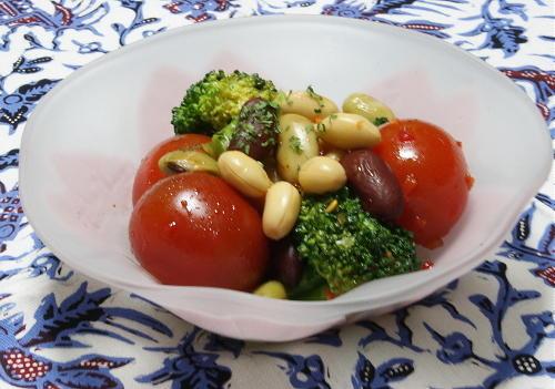 今日のキムチ料理レシピ:ミックスビーンズのピリ辛サラダ