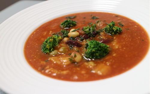 今日のキムチ料理レシピ:ミックスビーンズとキムチのトマトカレースープ