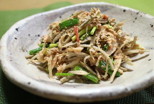 今日のキムチ料理レシピ:ごぼうのツナキムチサラダ