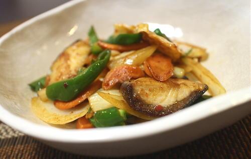 今日のキムチ料理レシピ:ブリとキムチの甘酢炒め