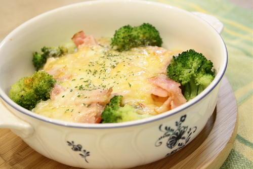 今日のキムチ料理レシピ:ブロッコリーとジャガイモのキムチグラタン