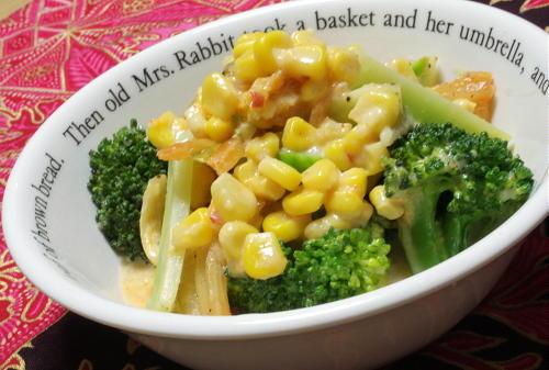 今日のキムチ料理レシピ:ブロッコリーとキムチのコーン煮