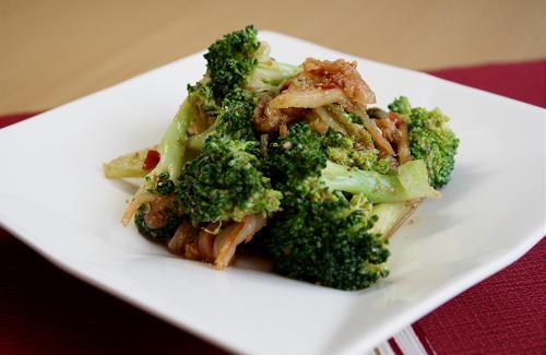 今日のキムチ料理レシピ:ブロッコリーとキムチの胡麻和え