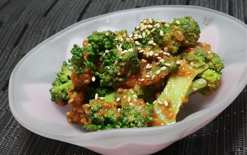 今日のキムチ料理レシピ:ブロッコリーの蜂蜜キムチ味噌和え