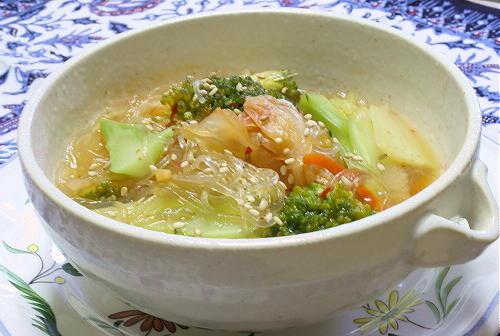 今日のキムチ料理レシピ:ブロッコリーとキムチの春雨スープ