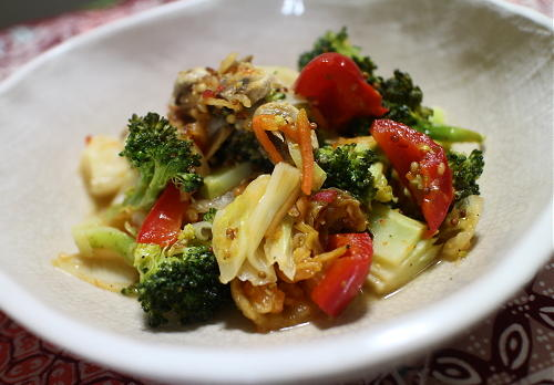 今日のキムチ料理レシピ:ブロッコリーとパプリカとキムチのホットサラダ