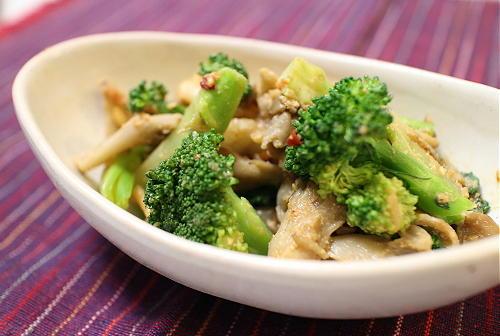 今日のキムチ料理レシピ:舞茸とブロッコリーのキムチごま酢和え