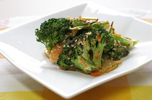 今日のキムチ料理レシピ:焼きブロッコリーとキムチのマヨネーズ炒め