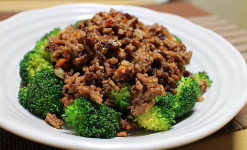 今日のキムチ料理レシピ:ブロッコリーのピリ辛肉みそかけ