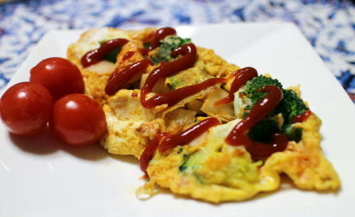 今日のキムチ料理レシピ:ブロッコリーとキムチのオムレツ