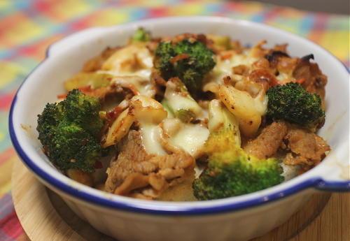 今日のキムチ料理レシピ:ブロッコリーと豚肉とキムチのパングラタン