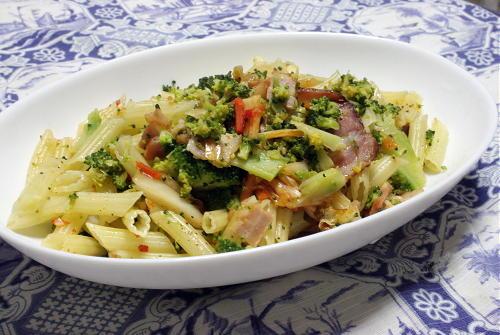 今日のキムチ料理レシピ:ブロッコリーとキムチのペンネ
