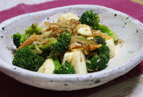 今日のキムチ料理レシピ:ブロッコリーと豆腐とキムチの塩炒め