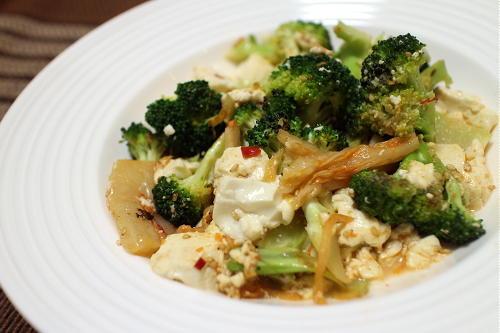 今日のキムチレシピ:ブロッコリーと豆腐のキムチ炒め