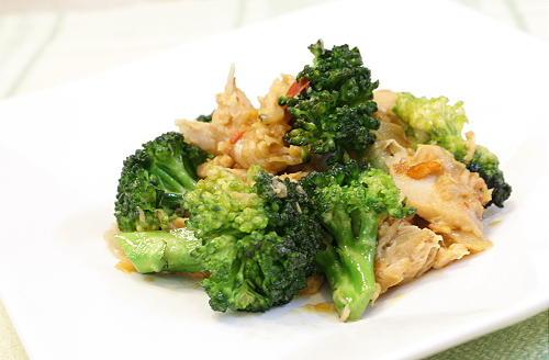 今日のキムチ料理レシピ:ブロッコリーとツナのキムチ炒め