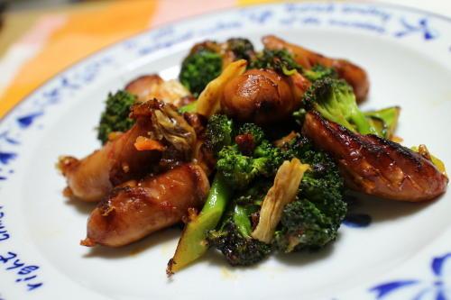 今日のキムチ料理レシピ:ブロッコリーとウインナーのキムチケチャップ炒め