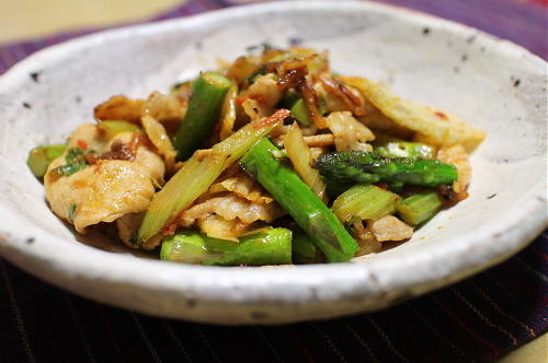 今日のキムチレシピ:豚肉とアスパラのキムチオイマヨ炒め
