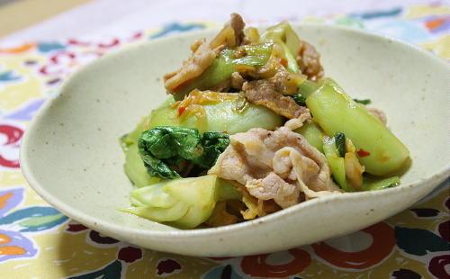 今日のキムチ料理レシピ:豚肉とチンゲンサイのキムチ炒め
