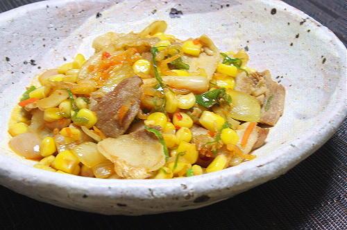 今日のキムチ料理レシピ:豚肉とコーンのキムチ炒め