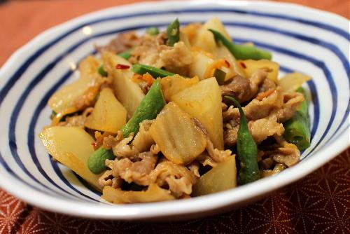 今日のキムチ料理レシピ:豚肉と大根のキムチ煮込み