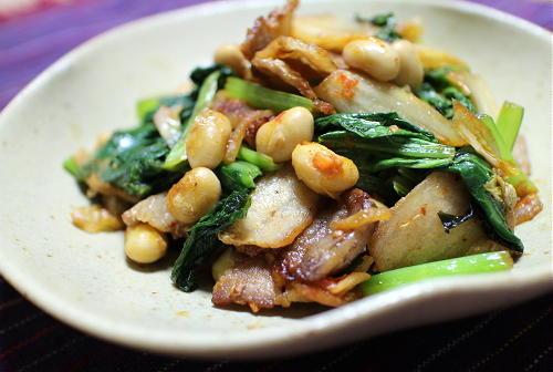 今日のキムチ料理レシピ:小松菜と大豆のキムチ炒め