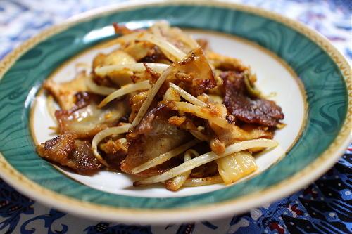 今日のキムチ料理レシピ:豚肉とキムチとエリンギの味噌炒め