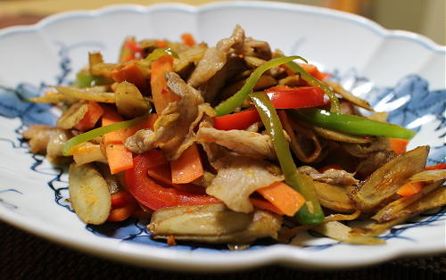 今日のキムチ料理レシピ:ごぼうと豚肉のキムチ炒め