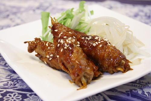 今日のキムチ料理レシピ:ごぼうとキムチの豚肉巻き
