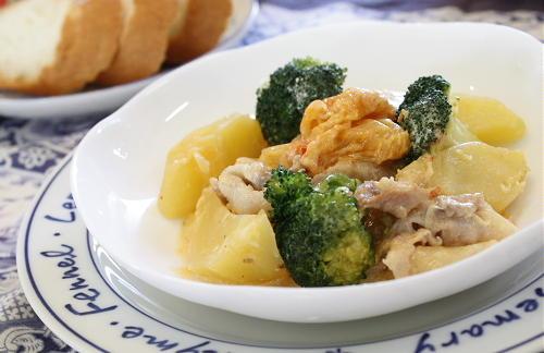 今日のキムチ料理レシピ:豚肉とジャガイモのピリ辛クリーム煮込み