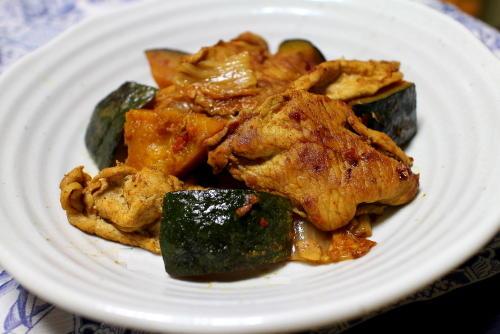今日のキムチレシピ:かぼちゃと豚肉とキムチのカレー炒め