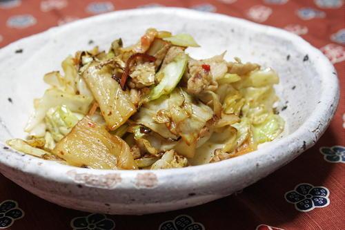 今日のキムチ料理レシピ:キャベツと豚肉のキムチ塩麹炒め