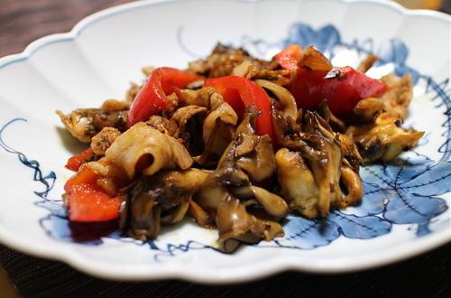 今日のキムチ料理レシピ:豚肉とまいたけとキムチのオイスターソース炒め