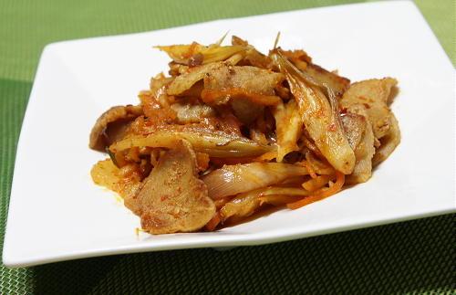 今日のキムチ料理レシピ:豚肉とみょうがのキムチ炒め