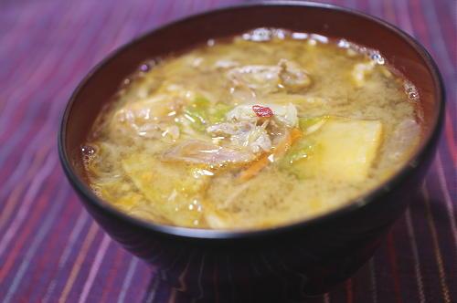 今日のキムチ料理レシピ:豚肉とみょうがとキムチの味噌汁
