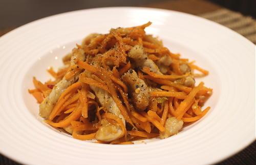 今日のキムチレシピ:豚ロースとにんじんのキムチ炒め