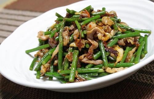 今日のキムチ料理レシピ:豚肉とにんにくの芽のキムチ炒め