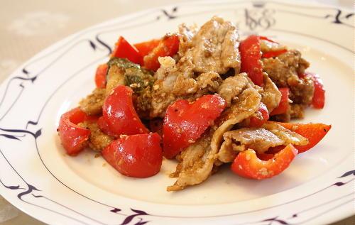 今日のキムチ料理レシピ:豚肉とパプリカとキムチのごまみそ炒め