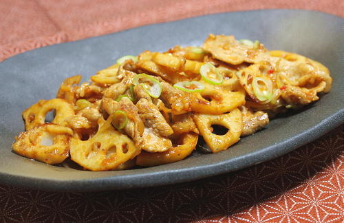 今日のキムチ料理レシピ:豚肉とレンコンのキムチ炒め