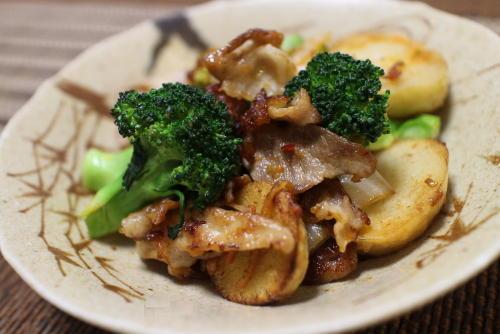 今日のキムチ料理レシピ:豚肉と里芋のキムチ炒め