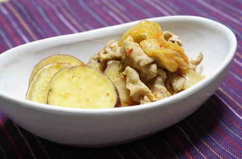 今日のキムチ料理レシピ:さつまいもと豚肉とキムチの煮物