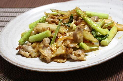 今日のキムチ料理レシピ:豚肉とセロリのキムチ炒め