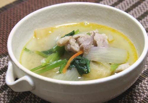 今日のキムチ料理レシピ: 豚とキムチの白みそ汁